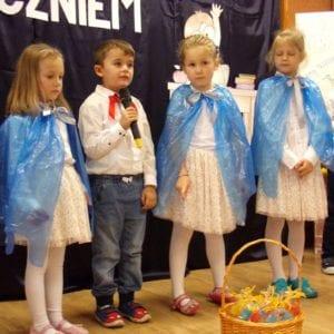 Przedszkolaki na uroczystości ślubowania klasy 1.